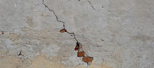 Crack in wall{{}}