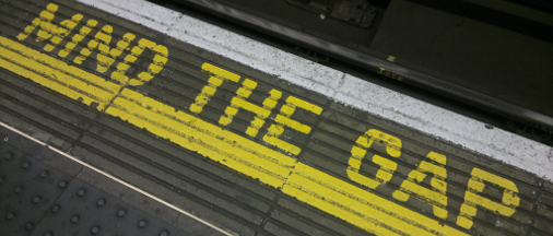 Mind the gap sign{{}}
